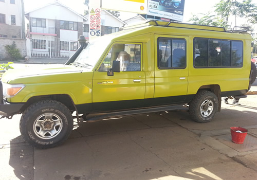 Safari Landcruiser 8 seater